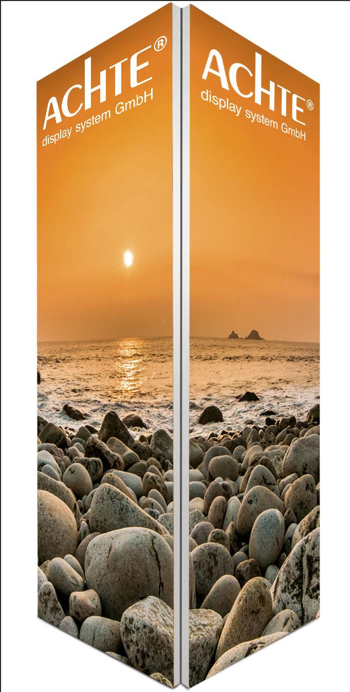 Paravant mit eingespannten Drucken und Sonnenuntergang-Motiv