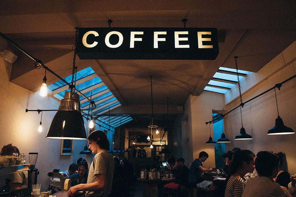 Leuchtkasten im Kaffee