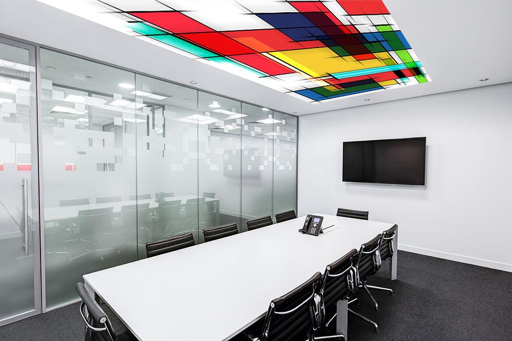 Lichtdecke im Meetingraum