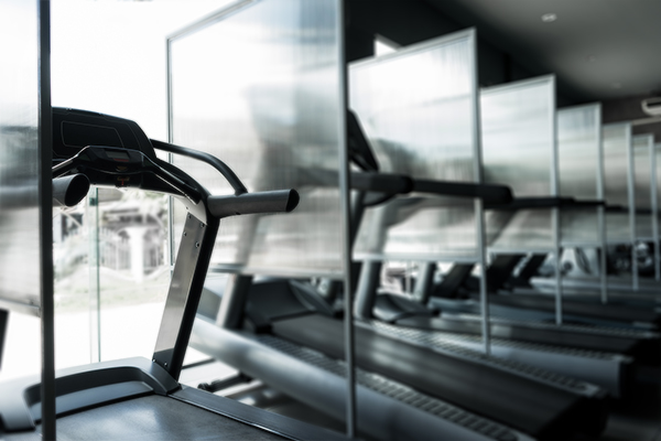 Trennwand im Fitness-Studio